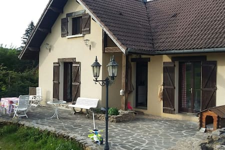 Simple chambre dans maison - House