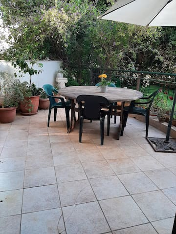 lovely place with garden, kosher kitchen