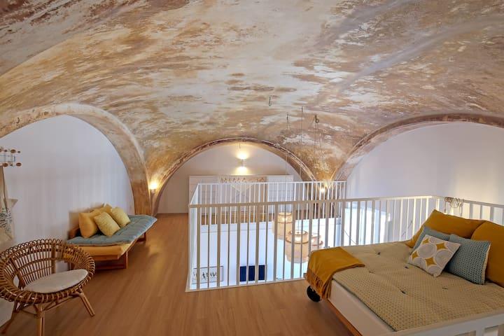 -The  double bedroom + single bad on the mezzanine *Castle Minor* managed by #starhost #uniquehomesperfectstay #starhoststay -Soppalco con letto matrimoniale e letto singolo