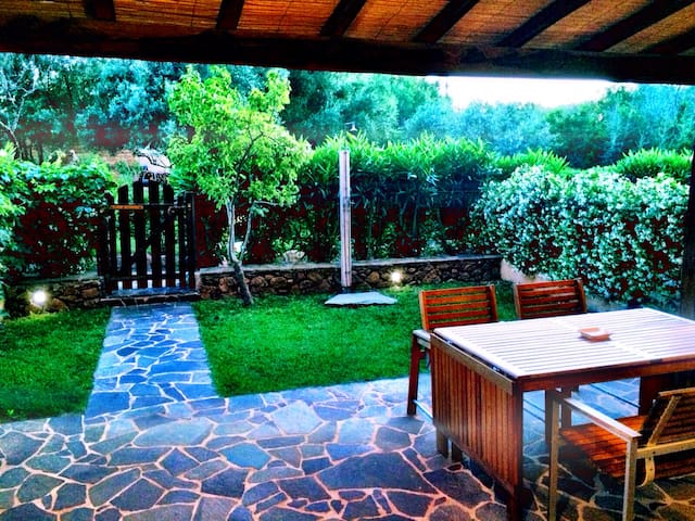 Splendido open space con giardino. - Porto Istana - Apartment