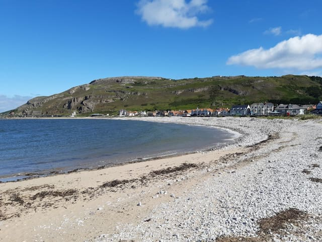 Private Seaside Apartment - West Shore, Llandudno