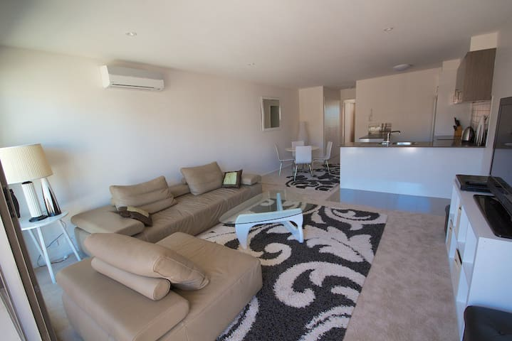 Inner South Executive Apartment - Narrabundah - Apartment