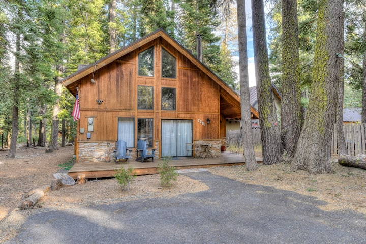 Rustic Tahoe Charm - Minutes from the lake, Smart TV