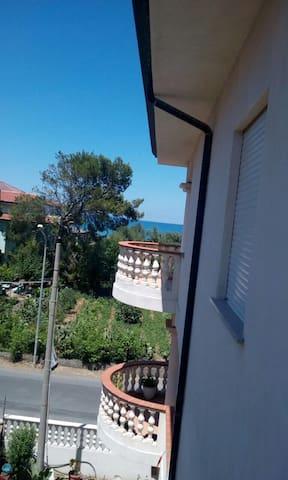 Splendido e nuovo appartamentino a 50 m dal mare