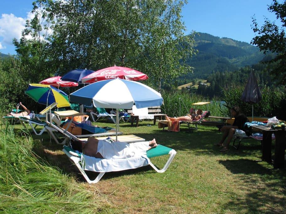 Das Haus CasaLi bietet einen eigenen Strand, umsäumt von Schilf und direkt neben dem Bootsverleih
