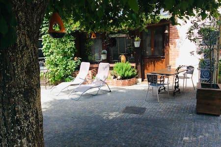 Charmante Maisonnette au cœur d'un jardin et vélos