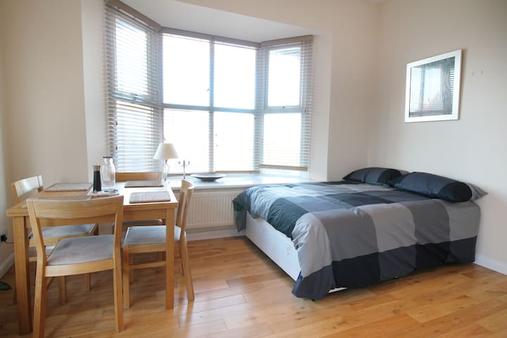 Lovely cosy flat for 4 in Heart of North London