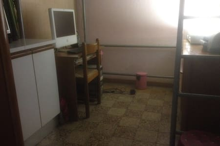 Single bed in double room - Wohnung