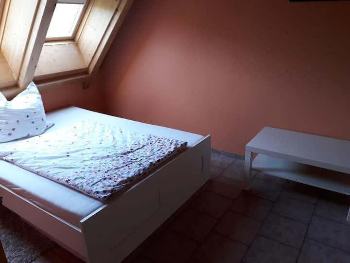 Zimmer in traumhafter Lage - Kunst im Garten inkl.