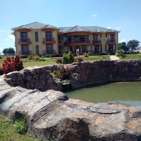 Hursey Resort Hotel, Sororti