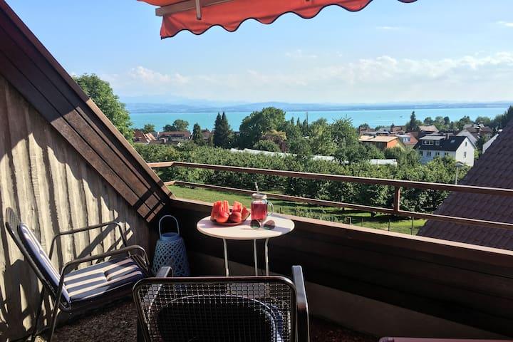 Gemütliches Privatzimmer mit See- und Bergblick