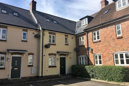 Sole use of lovely house in heart of Shaftesbury
