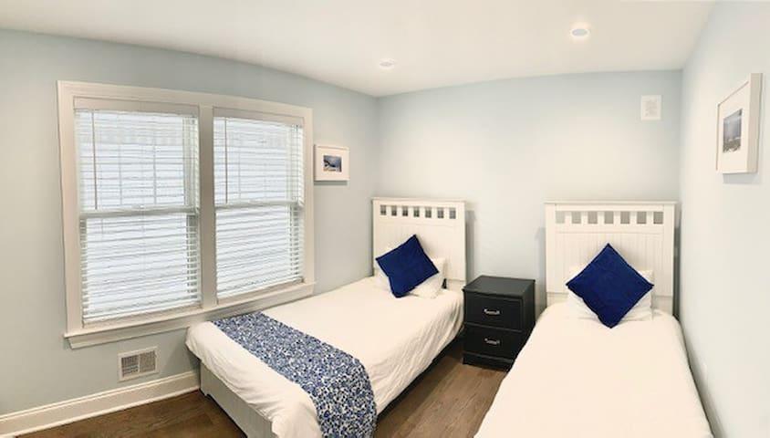 Santorini:  2 Twin Beds  3rd floor
