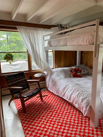 Queen size bunk bed room for a those who like to stay close together.