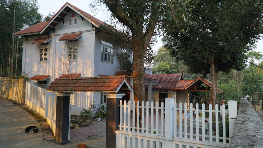 the house 1km to Bac Ha market, wit