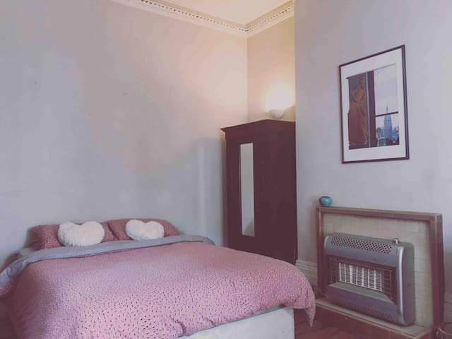 Large cosy bedroom in Kentish Town, Camden.