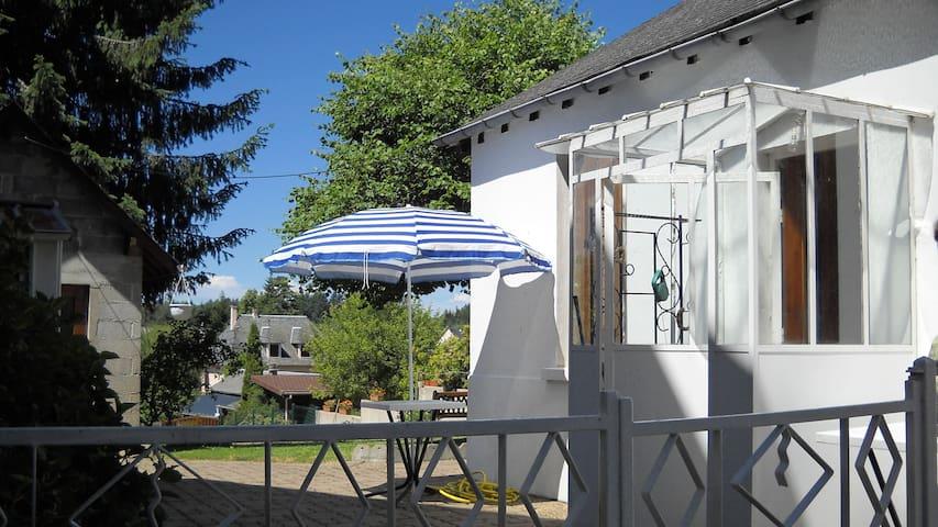 Maison de vacances a NEUVIC en Corrèze