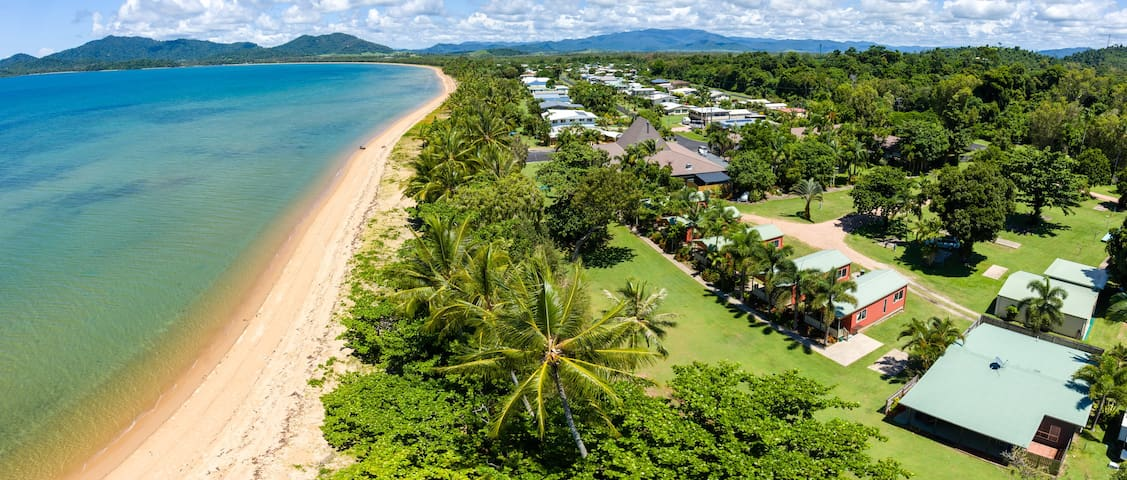 King Reef Beach Front Cabins - On the Beach