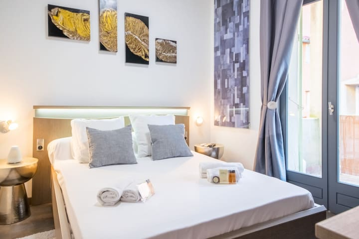 Bright bedroom for 2 people