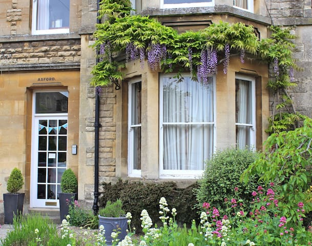 Pretty accommodation in central Cirencester