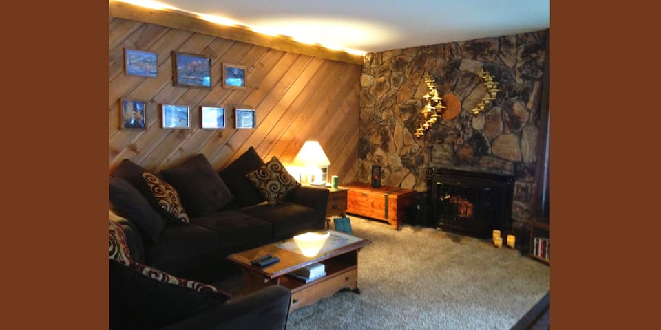 Enjoy our Rustic Mammoth Condo - Mammoth Lakes - Cabin