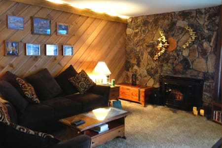Enjoy our Rustic Mammoth Condo - Mammoth Lakes