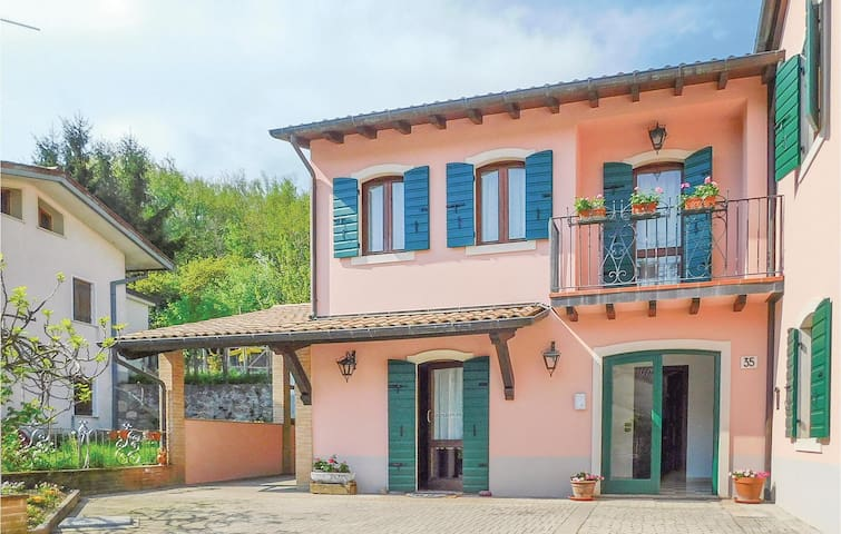 Semi-Detached with 4 bedrooms on 150m² in Tarzo (TV)