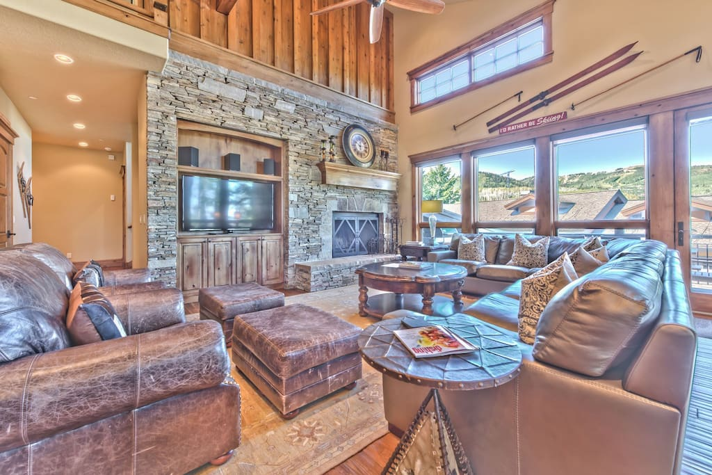 Spacious Living Room with Comfortable Mountain Furnishings, a Flat Screen TV, and Views of Deer Valley