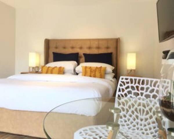 Apartment 3W @ Windburg Suites
