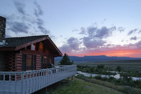 Cozy Fishing Cabin Directly on the Madison River