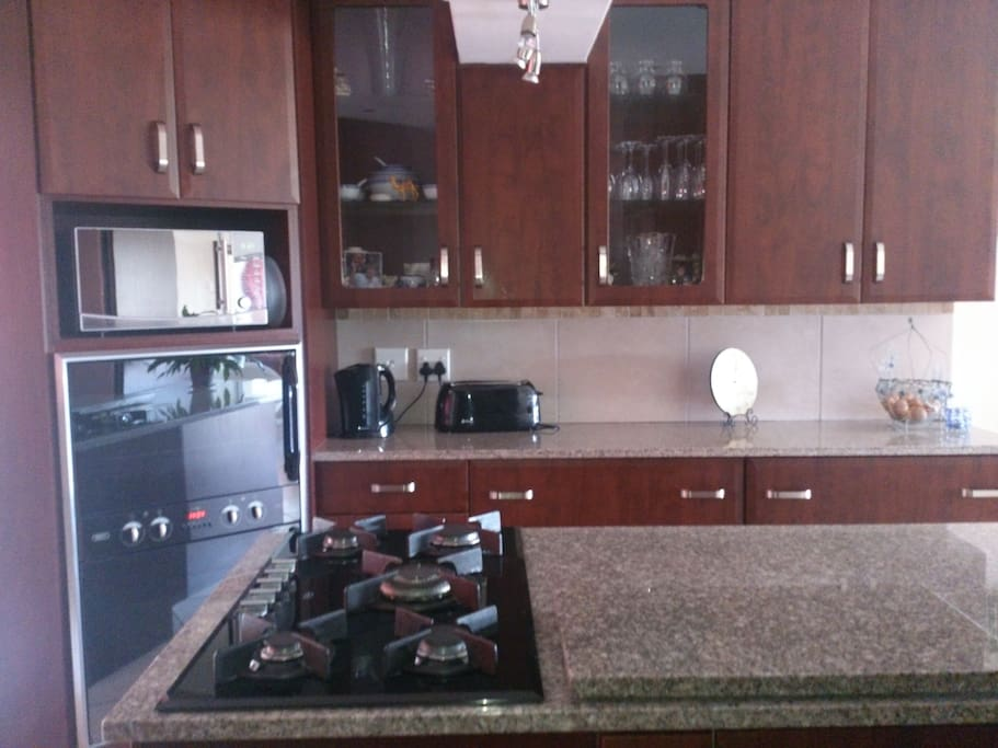 5 plate gas hob, double eye level oven, microwave and fridge