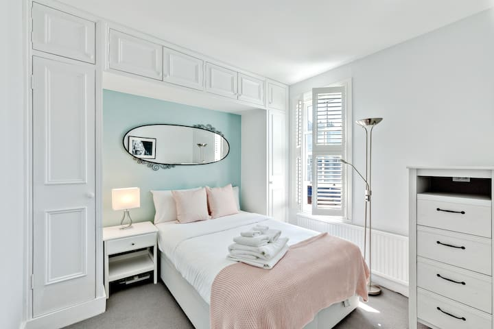 The first bright bedroom.