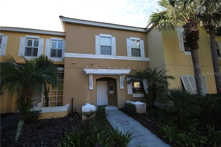 3 Bedrooms/2.5 Bathroom With Pool Close to Disney