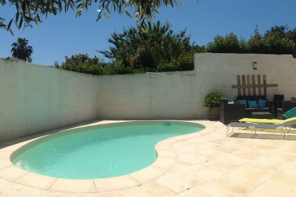 Espace piscine, salon de jardin