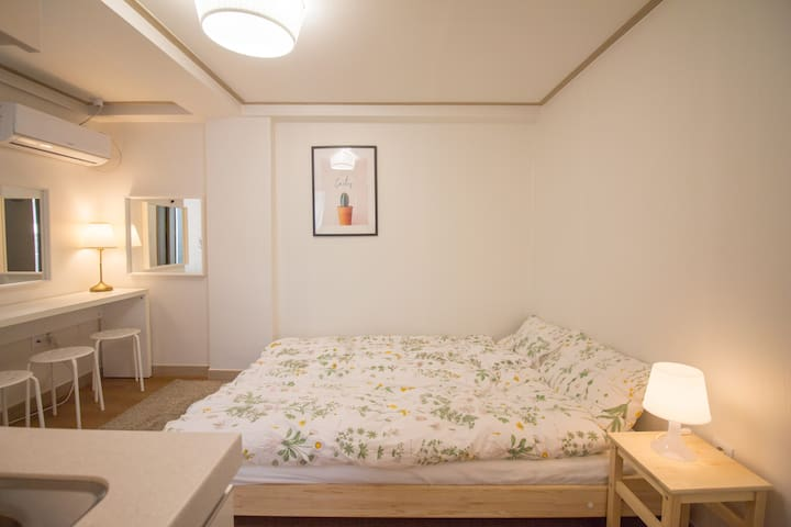 Hello Cozy Room Hong ik station exit 6. walk2min