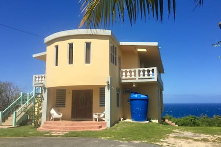 Oceanfront Hideaway Main Level Floor/Loft - Isabela - 一軒家
