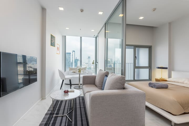 New Condo w/ Great View & Facilities @ Sukumvit 11