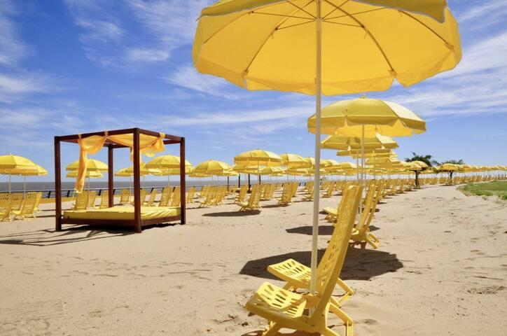 """Todos los veranos """"Buenos Aires Playa"""" a 15 minutos caminando del departamento."""