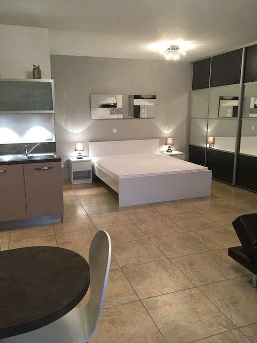 Studio avec petit jardin priv appartements louer for Location appartement avec petit jardin