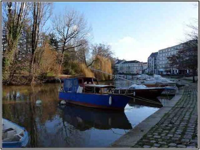 Charmant T2 avec balcon/Quai de Versailles