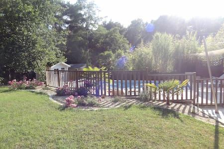 Maison avec jardin et piscine - Monts