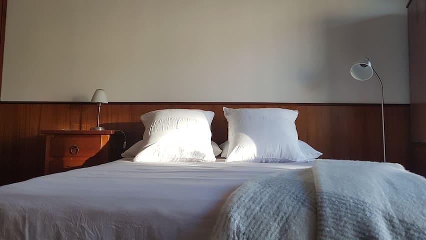 Dormitorio principal; cama de 1,50