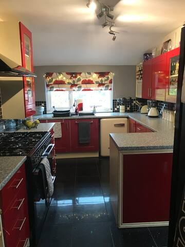 Large Furnished Double Room to Rent - Short Term