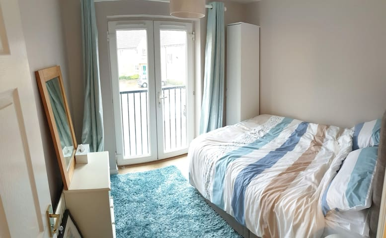 Double bedroom in central area.