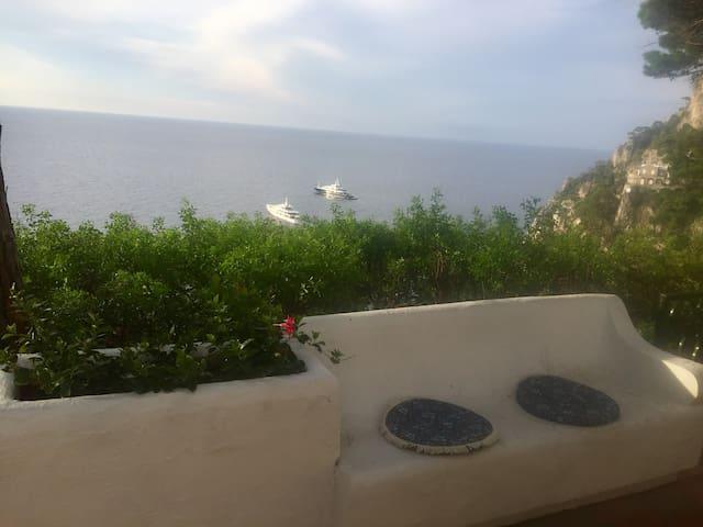 Camera in villa con vista faraglioni