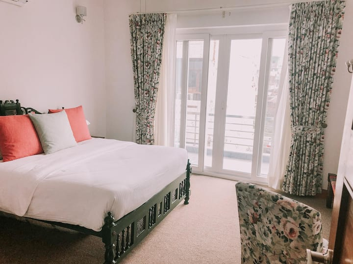 The Mahal: Kasauli Suite