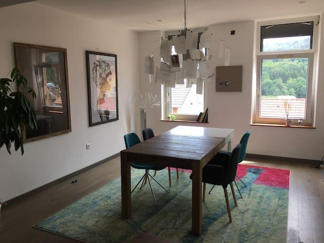 Chambre tout meublée dans maison atypique au calme