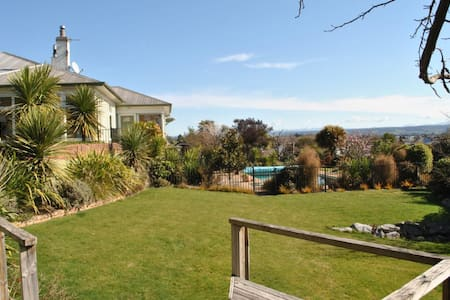 Urban Retreat with Stunning Views - Richmond - Bed & Breakfast
