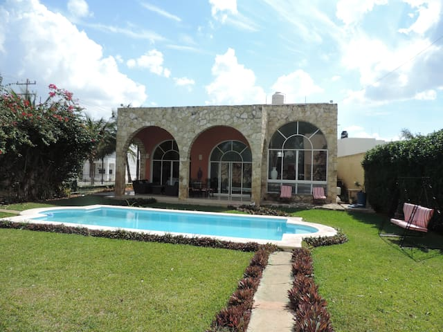 Beautiful house with pool in Sodzil - Mérida - House