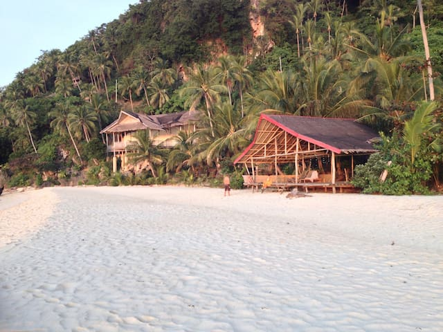 White Beachfront & Cottages - Bungalow 2- Sea view - Buruanga